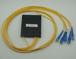 Optichen-spliter-PLC-1x4-s-SC-UPC-konektori
